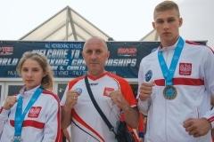 Łukowscy medaliści z trenerem Kadry Narodowej w formule full contact Włodzimierzem Trzeciakiem